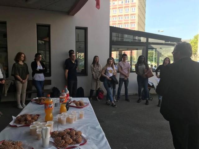 Goûter des félicités au Lycée
